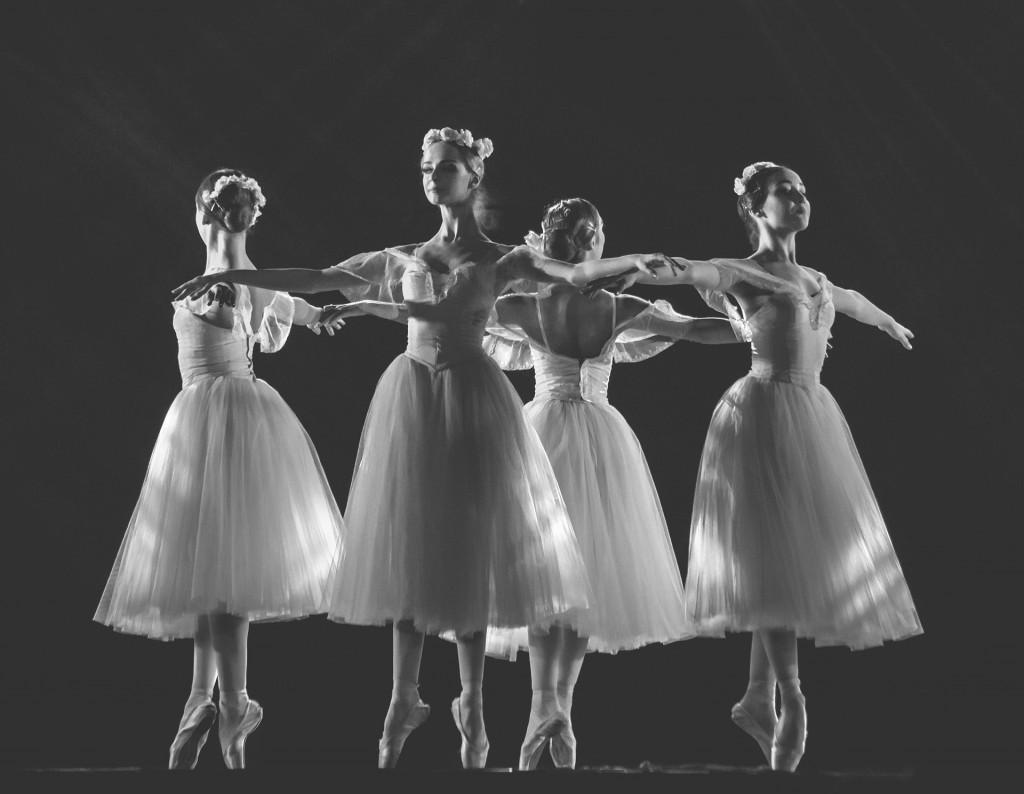 ballerina-3208937_1920